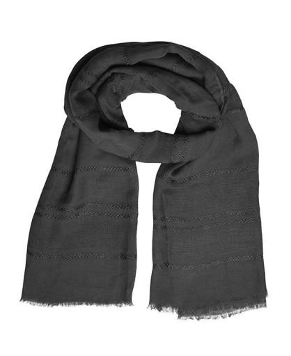 Легкий летний шарф с изысканным узором плетения